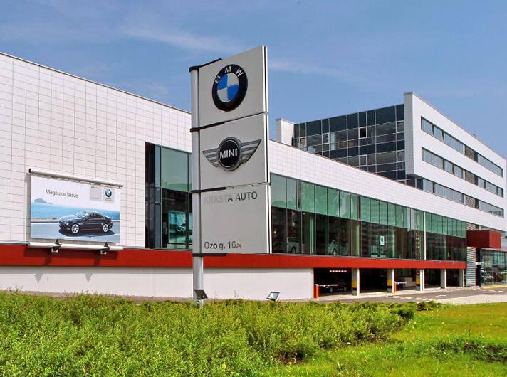 BMW ir FIAT automobilių salonas